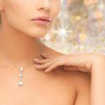 http://www.millardjewelers.com/wp-content/uploads/2013/04/womanwearingshinydiamondpendant@025x.jpg